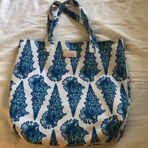 Handbags - Lilly Pulitzer Estee Lauder beach bag